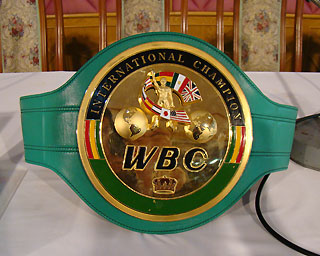 タイのボクシング世界チャンピオンが、覚せい剤所持で逮捕